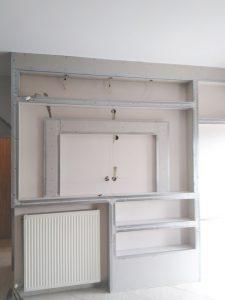 Κατασκευή ράφια και θέση τηλεόρασης
